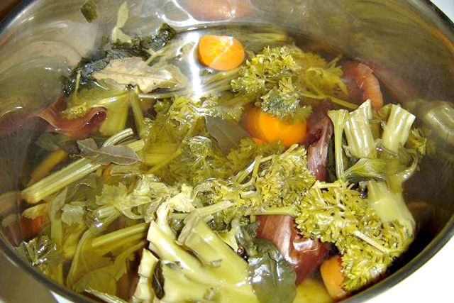 make your own vegetable stock for free from scraps