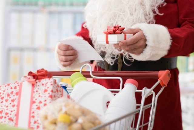 Have a Happy Christmas on a Budget – 12 Ways to Save Money at Christmas