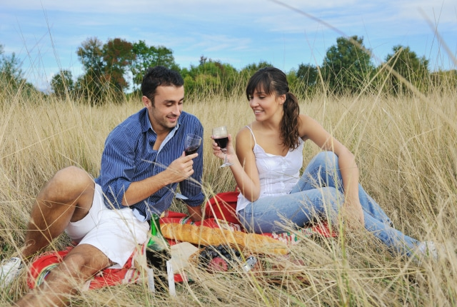 Frugal Date Ideas to Keep the Romance Alive Without Breaking the Budget