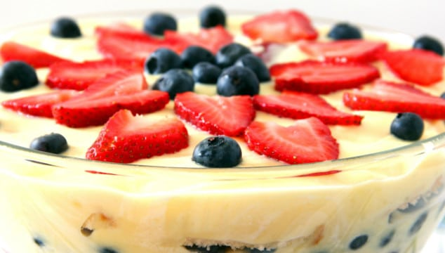 Old Fashioned English Trifle