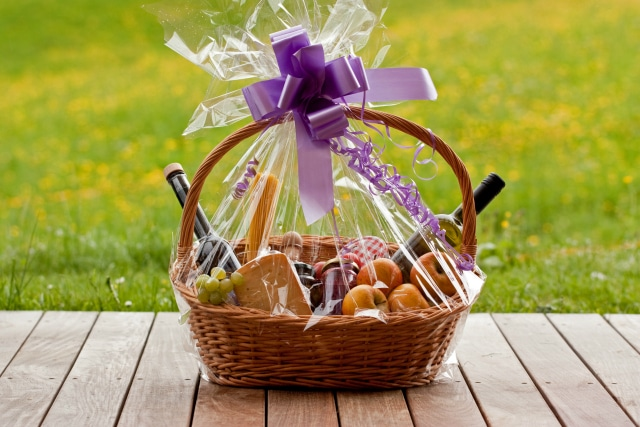 Christmas Hamper Basket.How To Make A Personalised Gift Hamper For Any Occasion