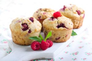 berry and sour cream cakes