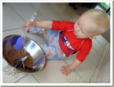 Quick, easy and cheap sensory activity with lentils, rainy day toddler activities, Frugal and Thriving