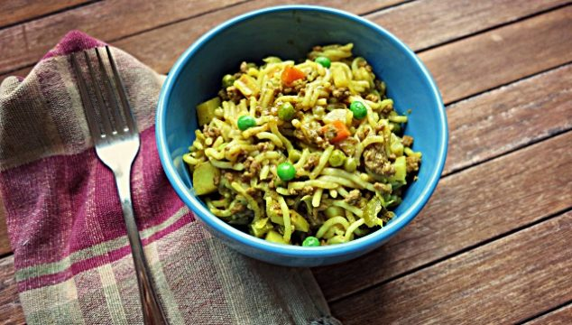 savoury mince with vegetables and noodles