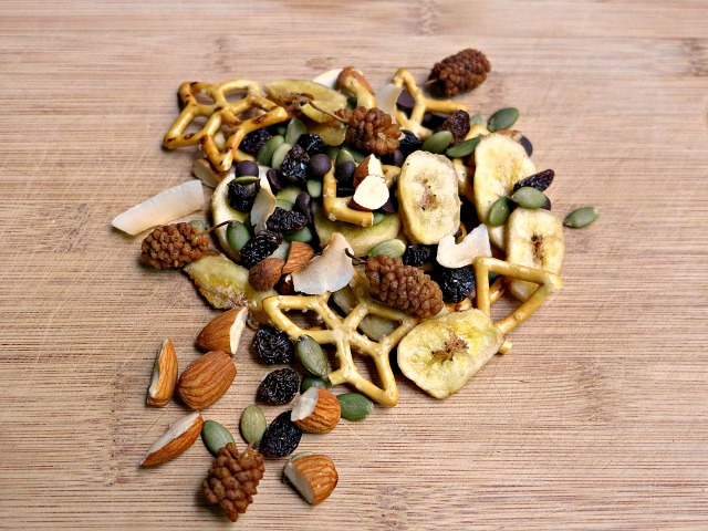easy trail mix for lunchbox snacks