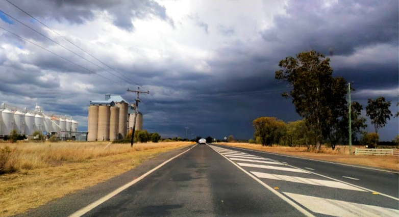 budget holiday in australia - rural road trip