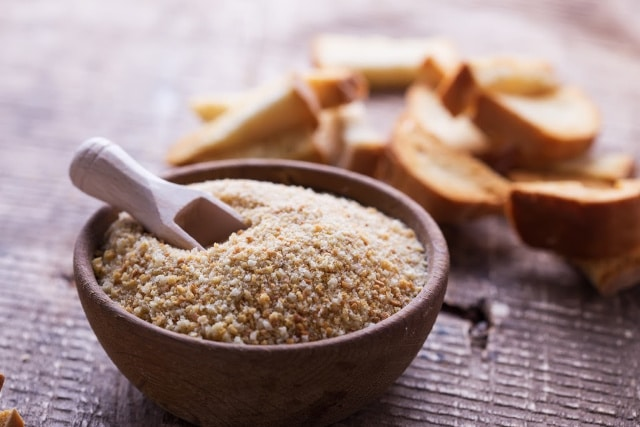 from crust to crumb: DIY dried breadcrumbs from leftover crusts