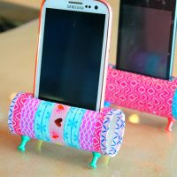DIY Phone Holder With Toilet Paper Rolls