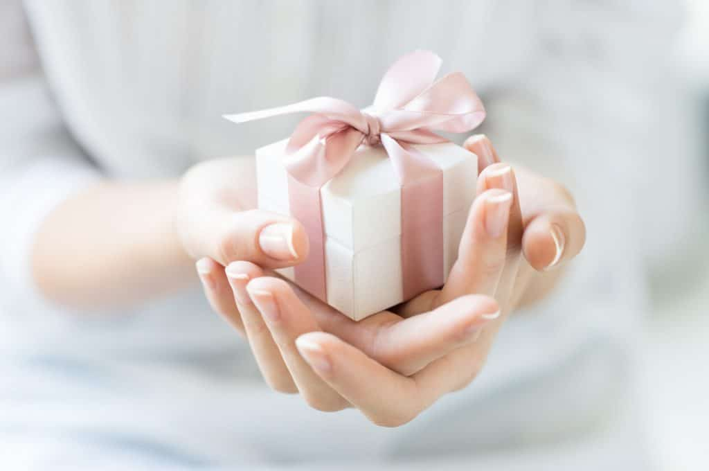 pink and white gift box how to give a thoughtful gift