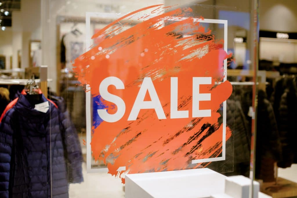 sale sign in shop window (shopping tips)